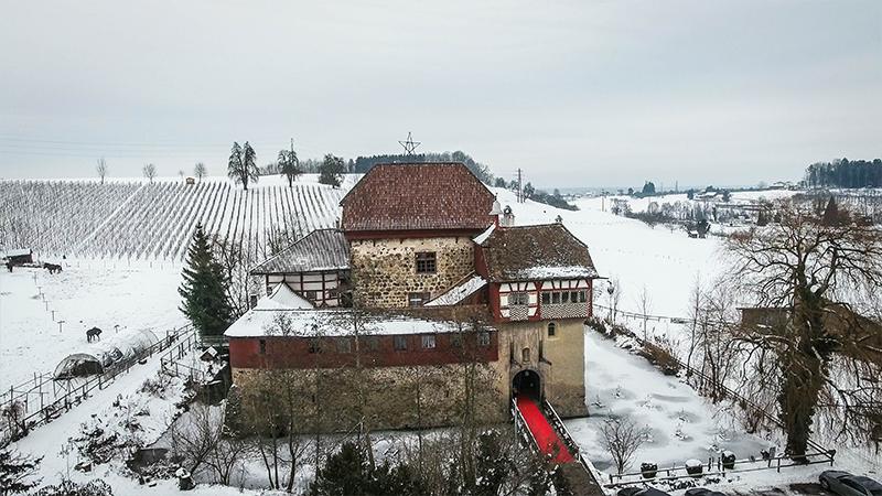 Wasserschloss Hagenwil im Winter - Winterhochzeit von Happy Day Movie